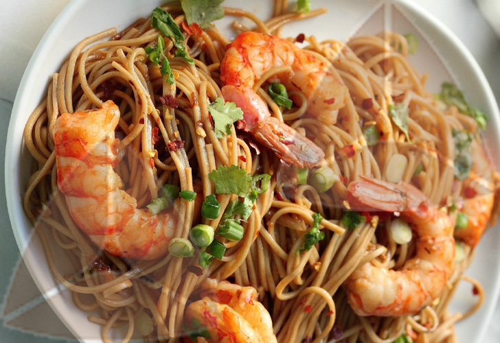 Soba with shrimps
